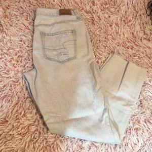 American Eagle light wash mom jeans